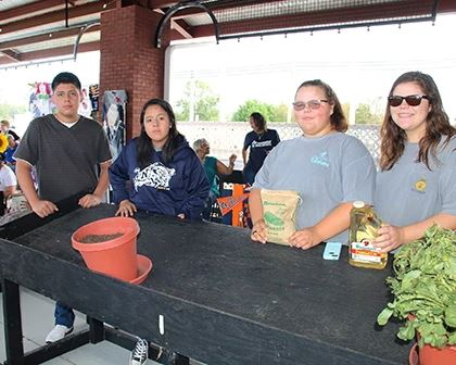 Ag Students at Peanut Day